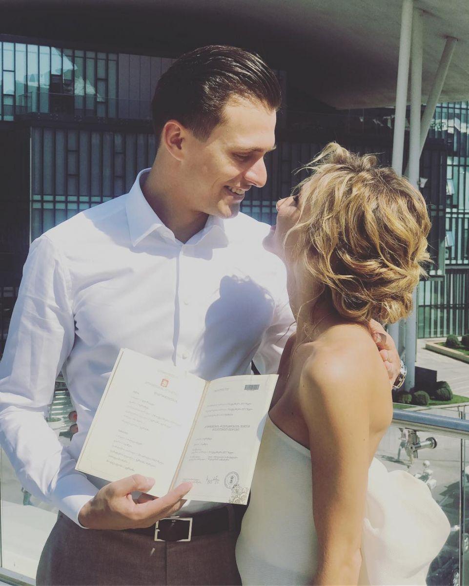 Александр Скичко женился на своей возлюбленной Елизавете Юрушевой: первые фото со свадьбы в Грузии