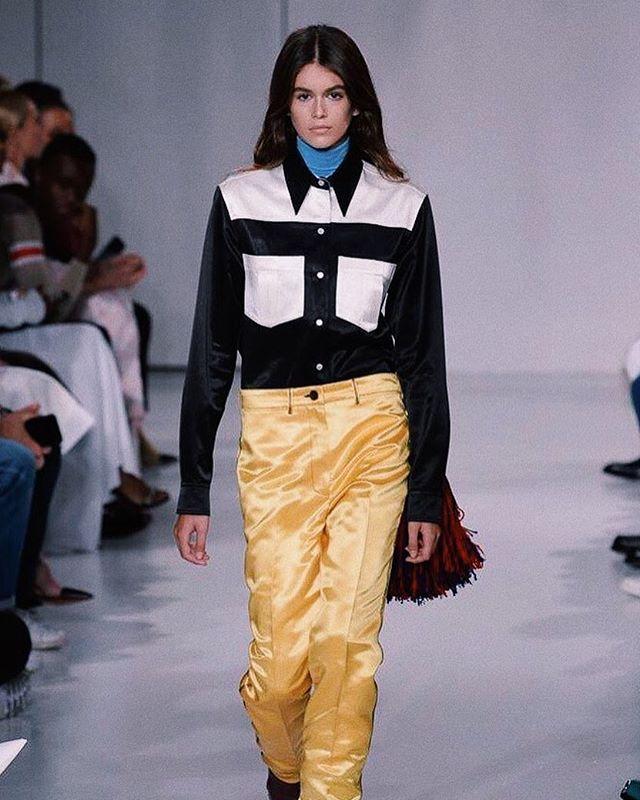 Взрослая и стильная: Кайя Гербер блистает на Неделе моды в Нью-Йорке