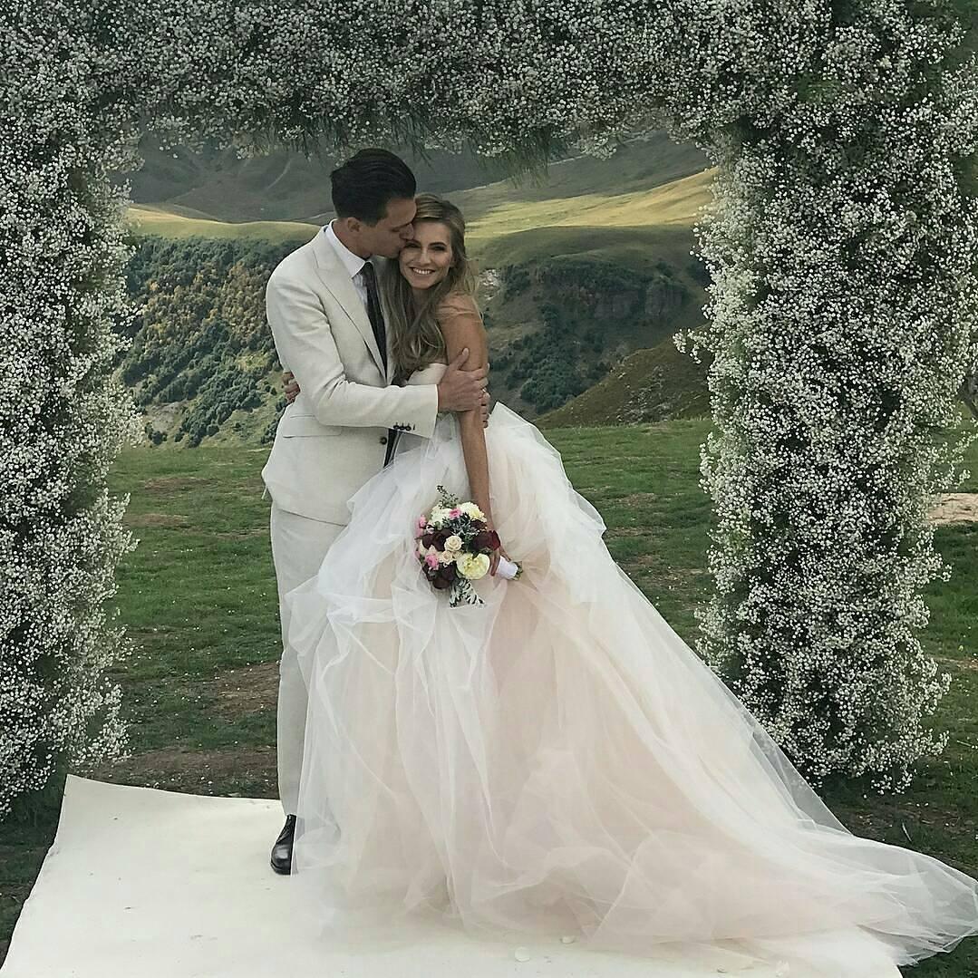Будет весело: на свадьбе Александра Скичко и Елизаветы Юрушевой выступят самые популярные певцы Украины