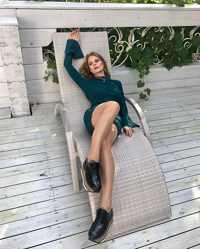 Какие ноги! Молодая мама Ольга Фреймут восхищает стройной фигурой