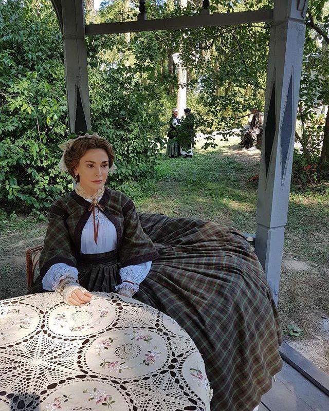 Барышня-дворянка: Ольга Сумская блистает в новом образе