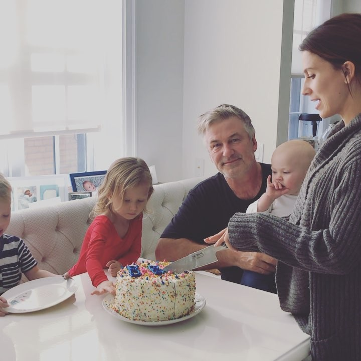 Молодая жена 59-летнего Алека Болдуина беременна четвертым ребенком!