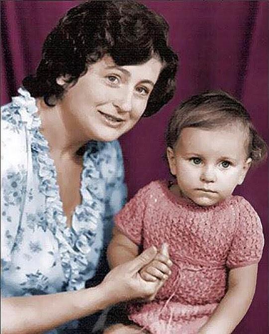 Какая милая: Ани Лорак поделилась раритетным детским фото и рассказала о первых шагах в творчестве