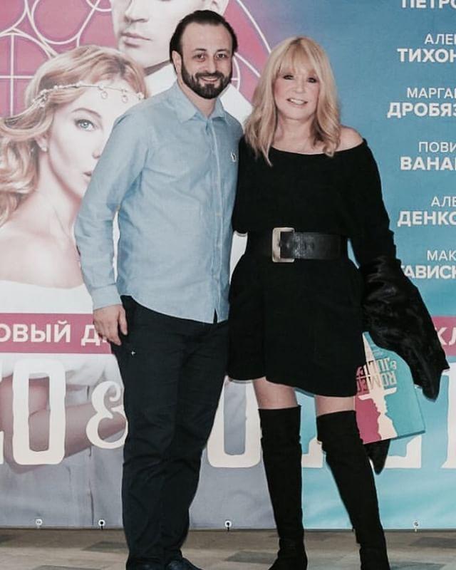 Алла Пугачева продемонстрировала стройную фигуру в мини-платье