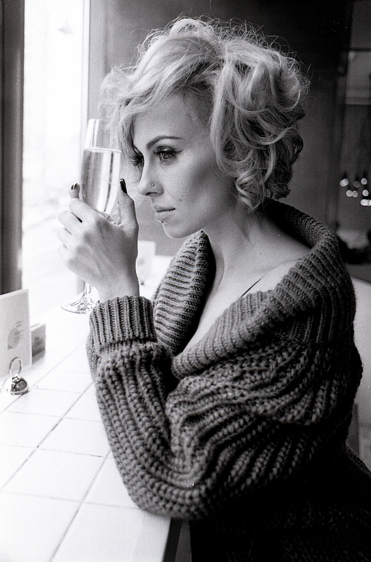 """Сексуальная солистка группы """"NikitA"""" стала роковой блондинкой"""