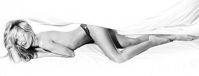 Хайди Клум позирует топлесс