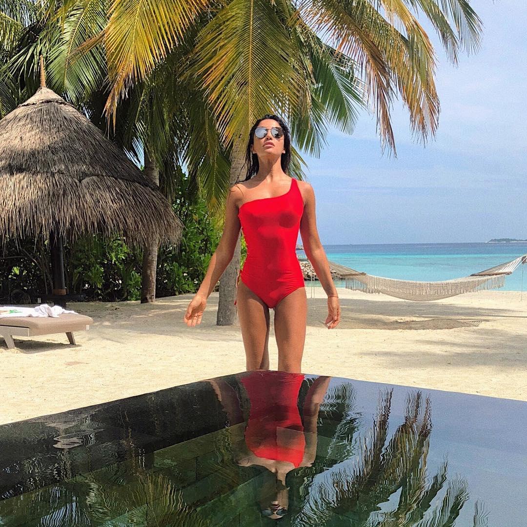 Пусть зима подождет: Санта Димопулос наслаждается теплом на Мальдивах
