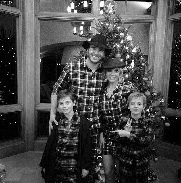 Бритни Спирс показала семейное фото с бойфрендом