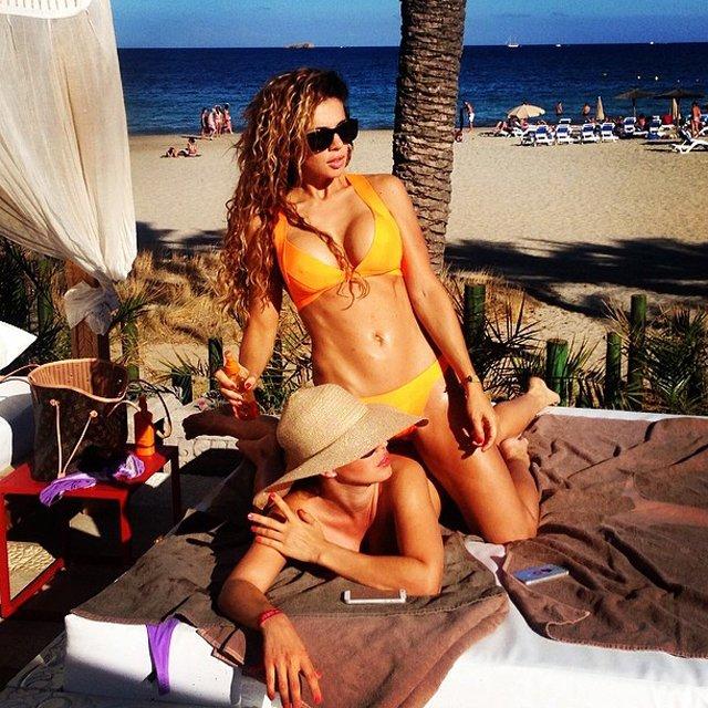 Анна Седокова снялась в бикини на пляже