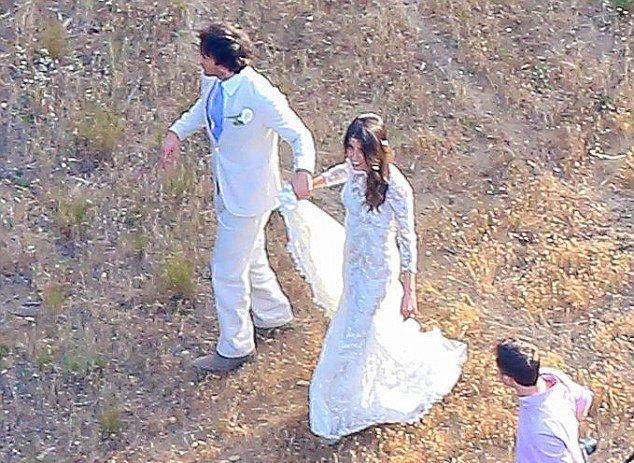 В сеть попали первые свадебные фото Никки Рид и Йена Сомерхолдера