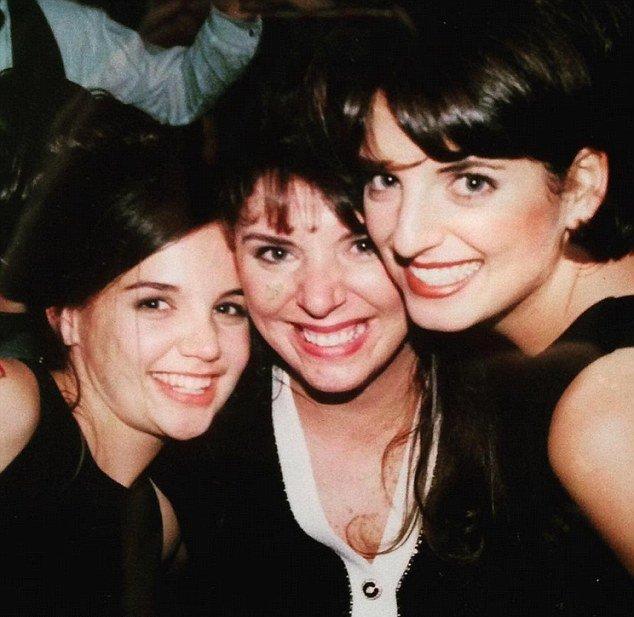 Невозможно узнать: 16-летняя Кэти Холмс позирует с сестрами