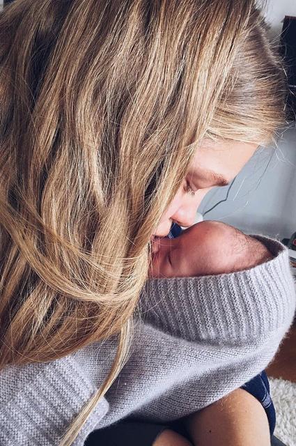 Наталья Водянова впервые показала новорожденного сына
