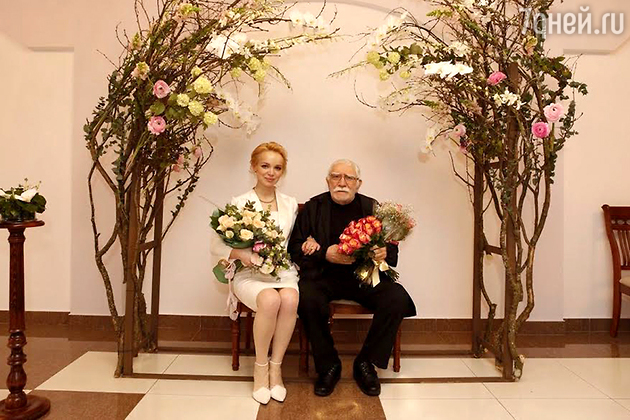 80-летний Армен Джигарханян тайно женился на молодой возлюбленной
