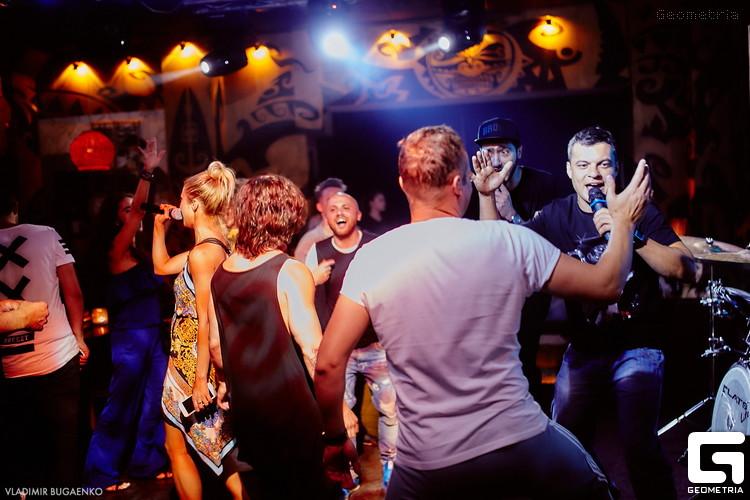 Вечеринка Backstage Pass Karaoke от Jaguar Lounge набирает обороты