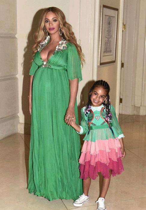 На зависть всем: Бейонсе одела дочь Блу Айви в платье за 26 тысяч долларов