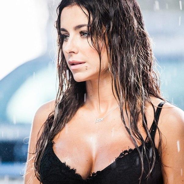 Ани Лорак грудь фото