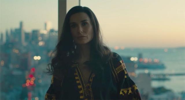 Украинское в моде: Деми Мур снялась в фильме в вышиванке