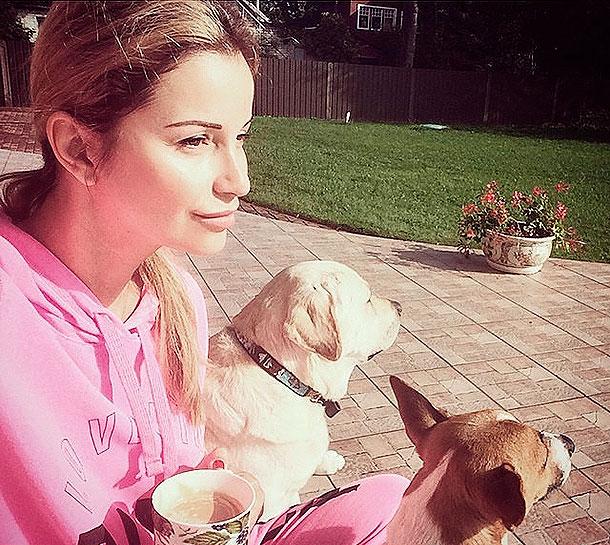 подруга Жанны Фриске Ольга Орлова с собаками певицы