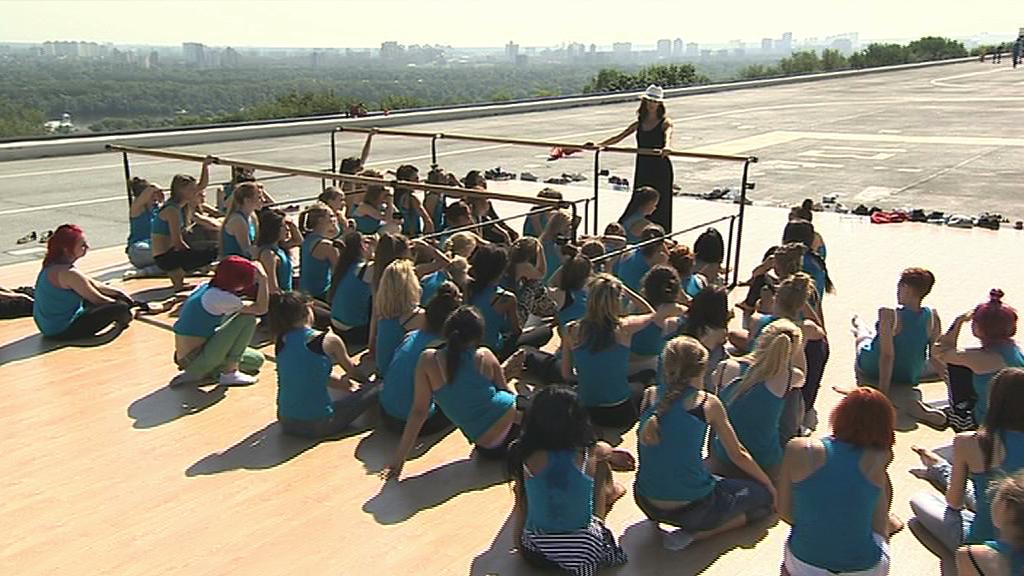 Татьяна Денисова поставила откровенную хореографию с плетками