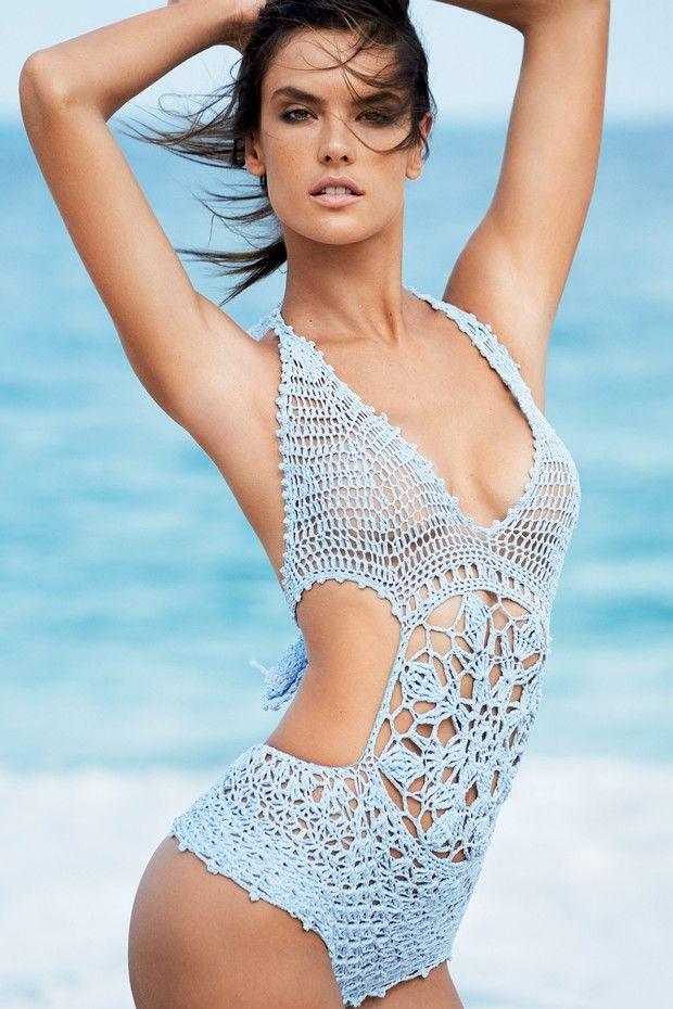 Алессандра Амбросио в десятый раз украшает обложку бразильского Vogue