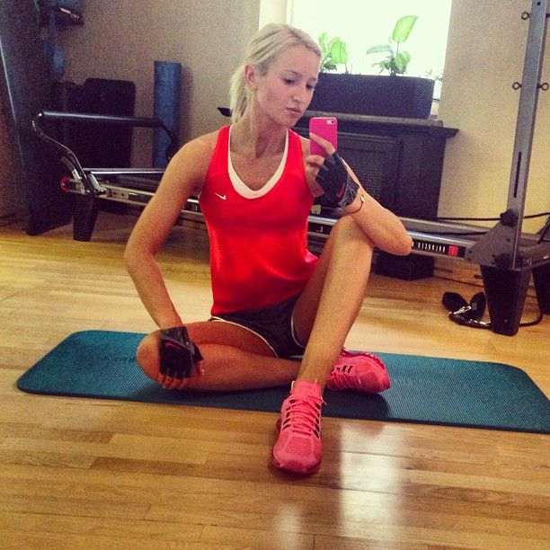 Ольга Бузова без макияжа в спортзале