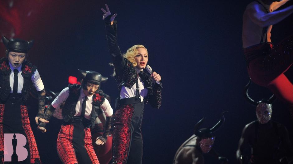 Неприятный инцидент: Мадонна упала на сцене BRIT Awards-2015
