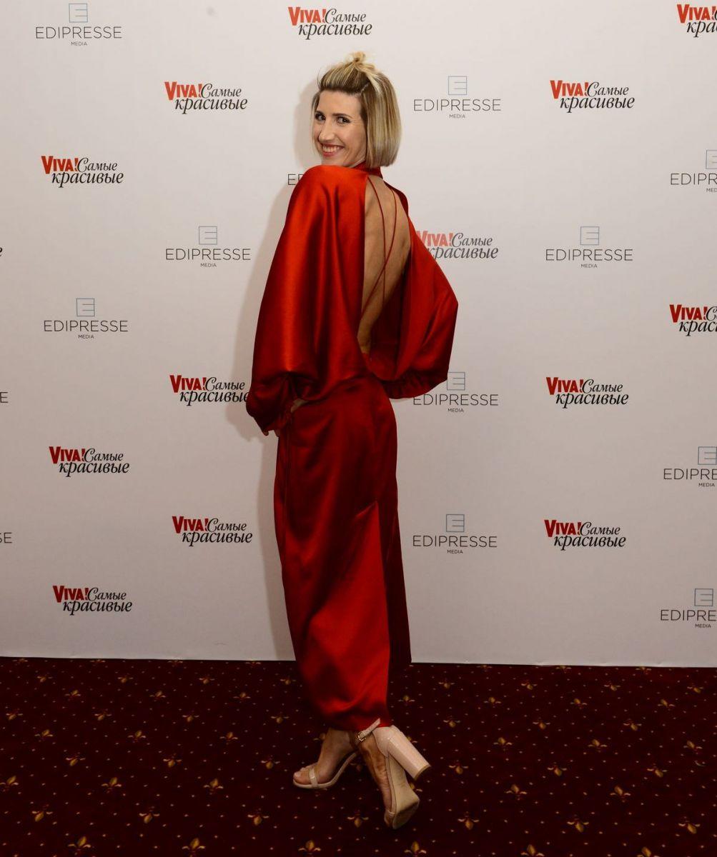 Анита Луценко в красном платье