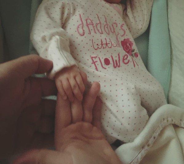Жена Игоря Николаева впервые показала свою новорожденную дочь