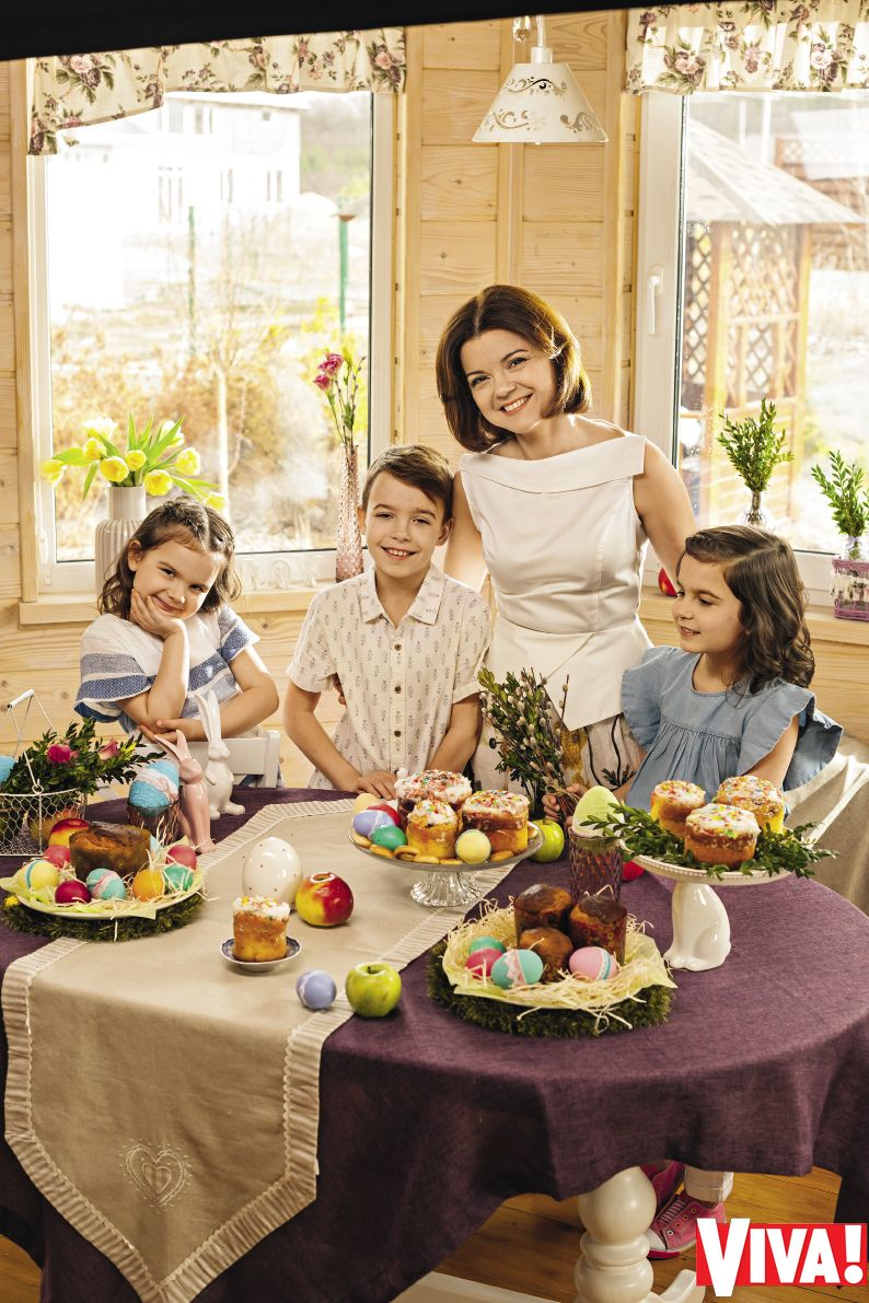 Маричка Падалко с детьми в семейной фотосессии для Viva!