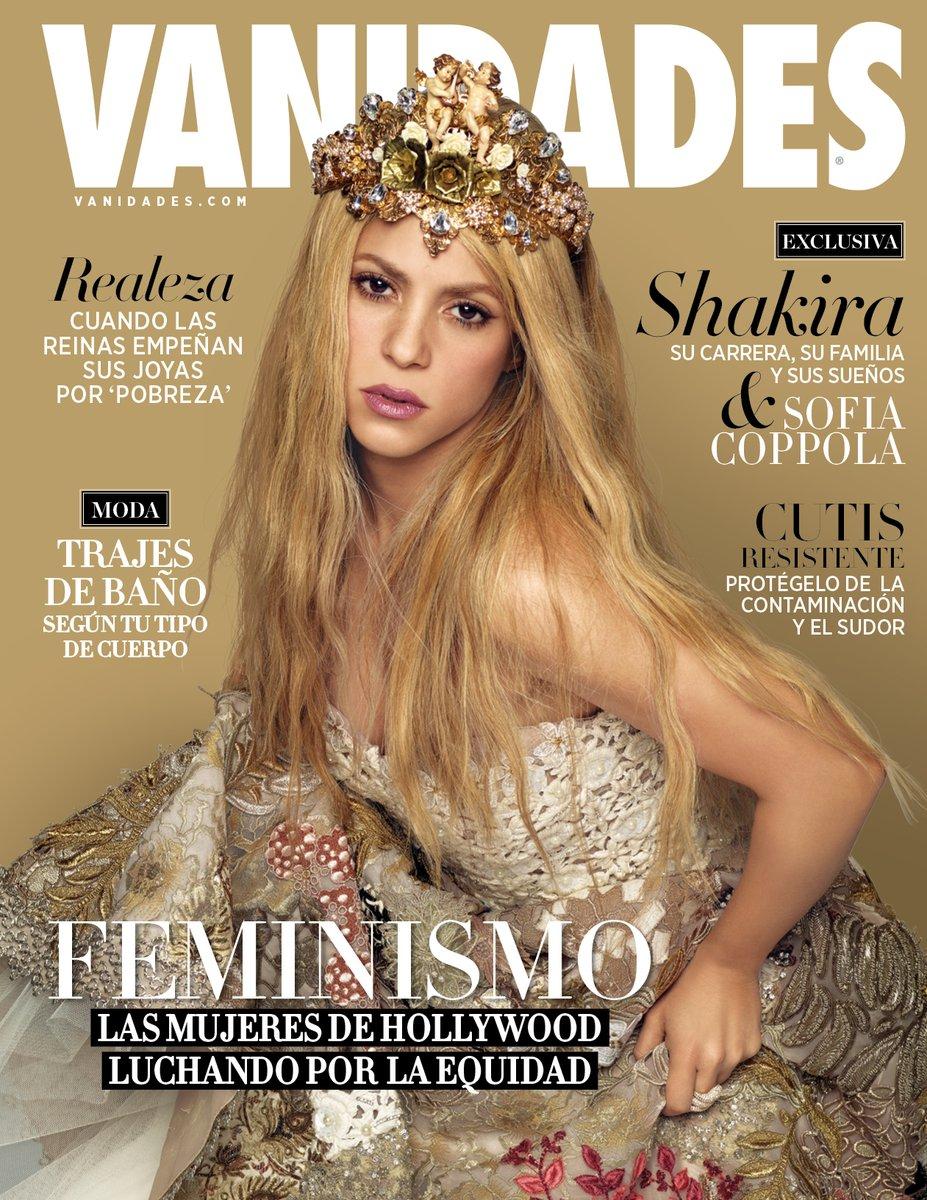 Как королева: Шакира в золотом наряде снялась для обложки глянца