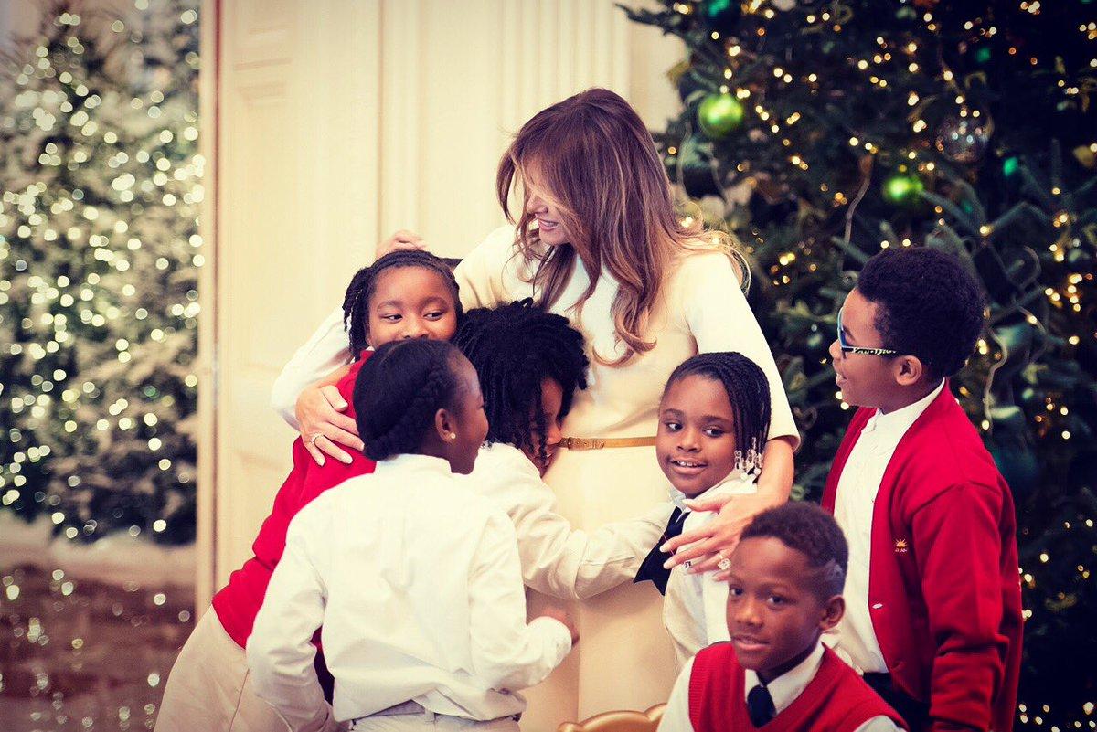 Миллион на праздничный декор: Мелания Трамп украсила Белый дом к Рождеству