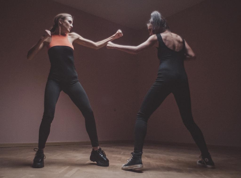 Дерзкая и сексуальная Ева Бушмина в полной версии клипа Не преступление
