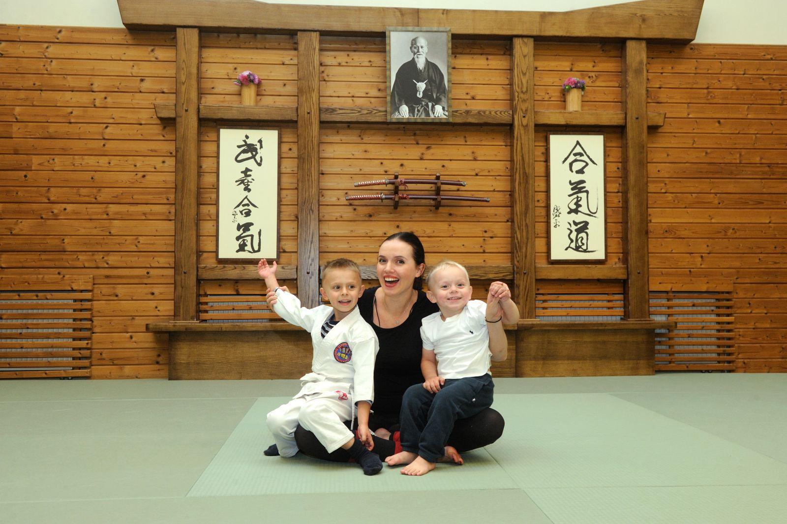 Янина Соколова с сыновьями Мироном и Николаем