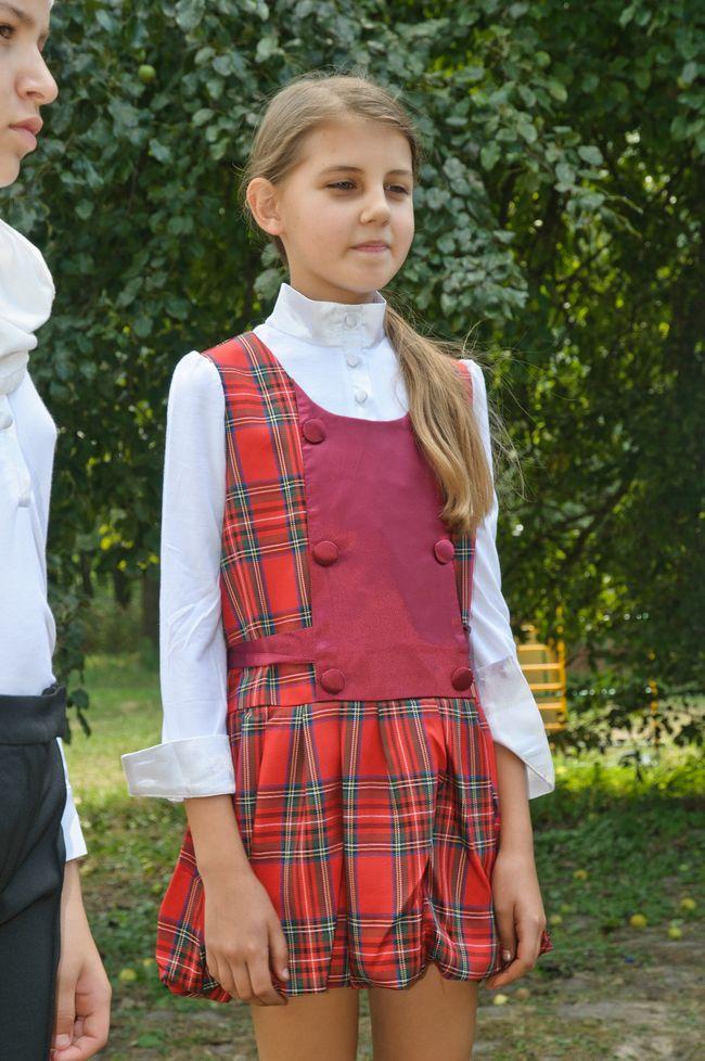 Андре Тан одел украинских детей-беженцев к 1 сентября