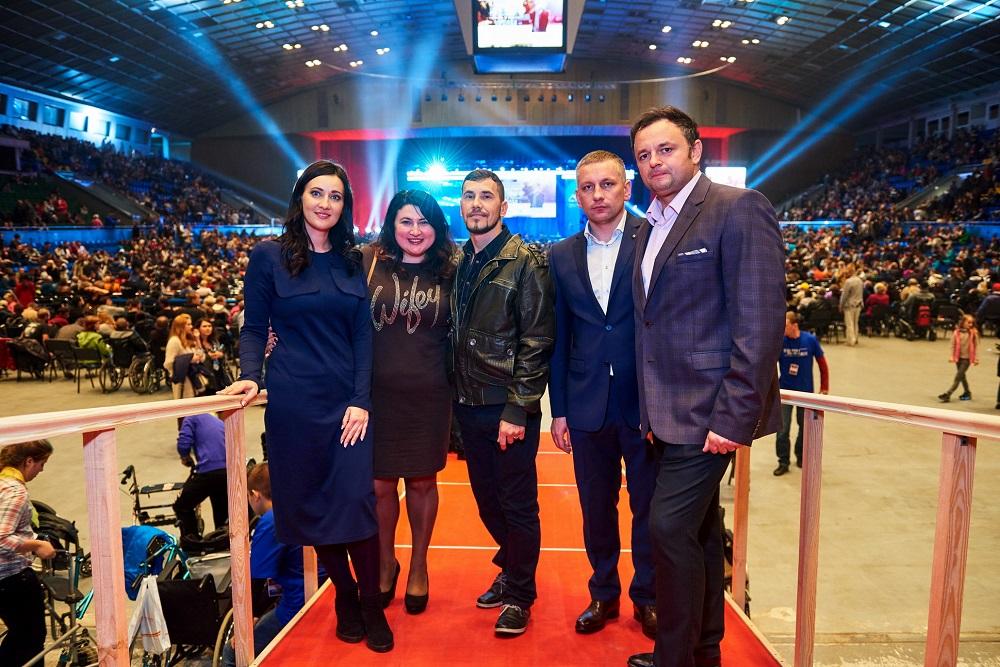 Ник Вуйчич встретился с героями АТО поддержал проект