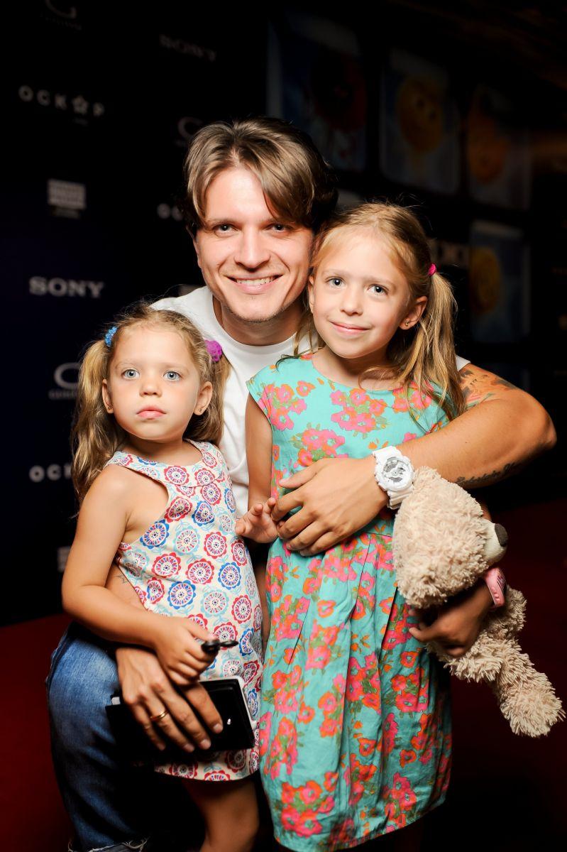 Анатолий Анатолич с дочками
