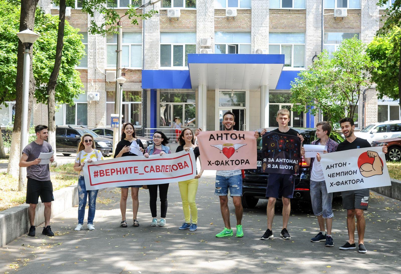 "Фанаты Антона Савлепова протестуют против нового состава жюри ""Х-фактора 8"""