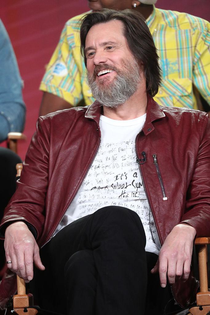 Длинные волосы и седая борода: Джим Керри изменился до неузнаваемости