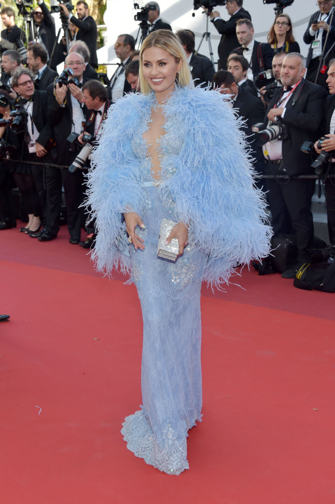В пух и прах: западные СМИ раскритиковали наряд Виктории Бони на Каннском фестивале-2017
