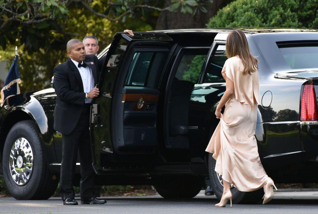 Мелания Трамп восхищает публику в шелковом платье Monique Lhuillier