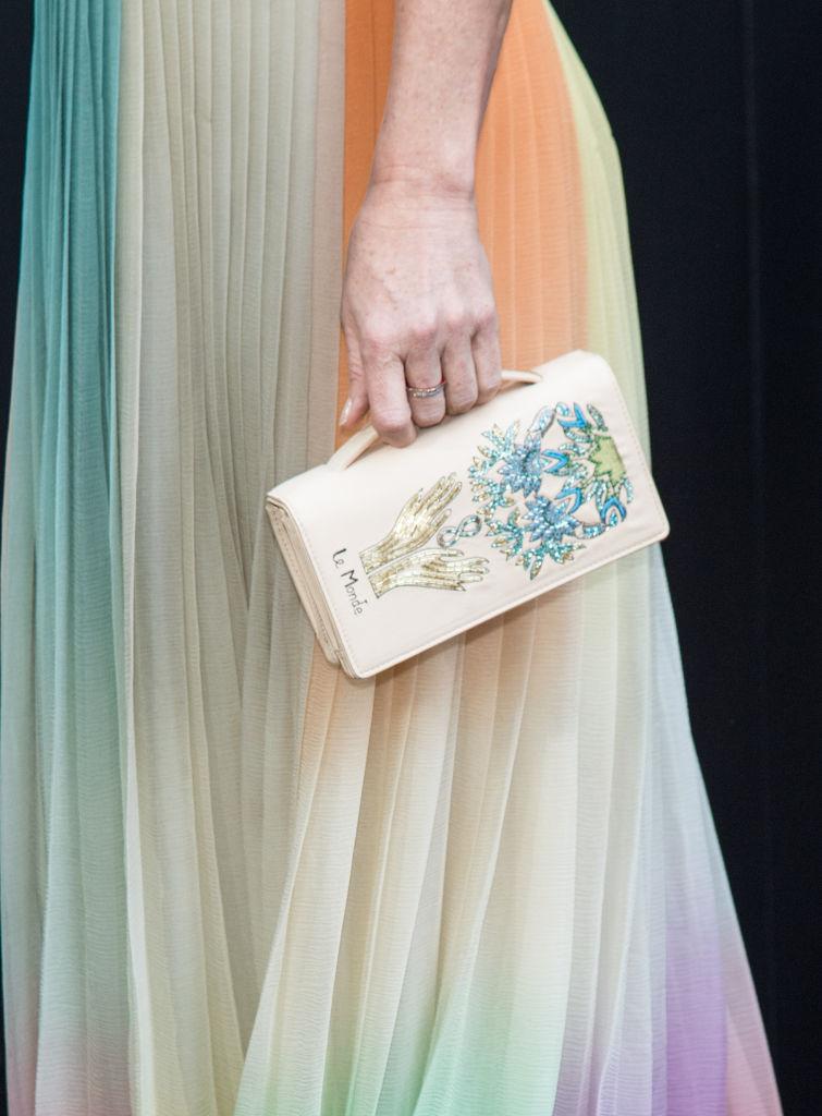 Деми Мур подчеркнула фигуру легким летним платьем от Dior