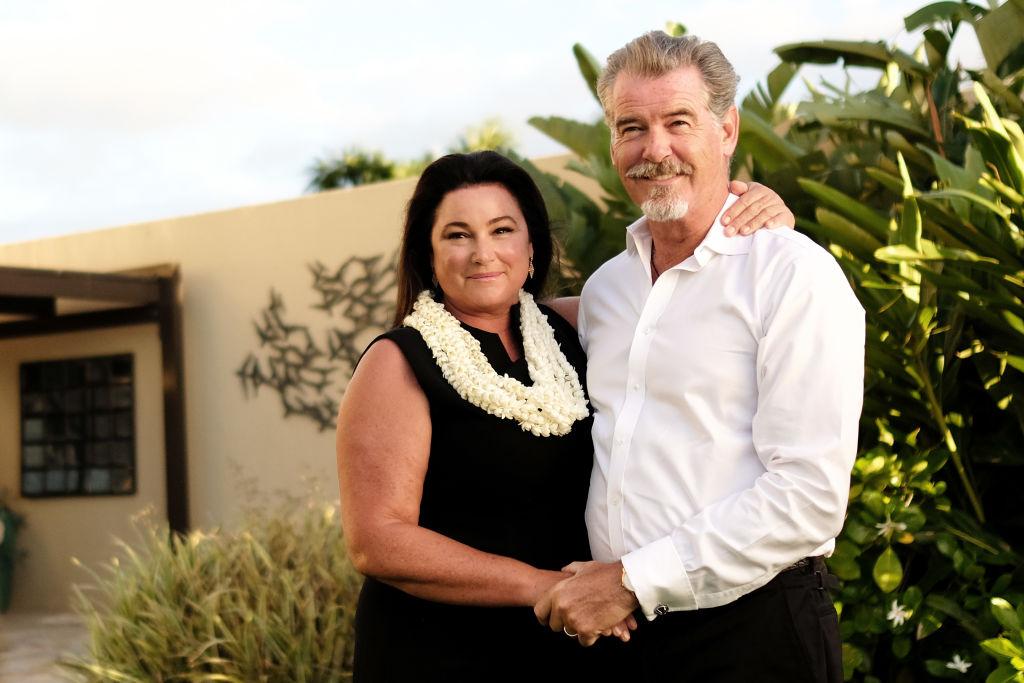 Пирс Броснан поделился с поклонниками снимком своей 53-летней супруги в купальнике