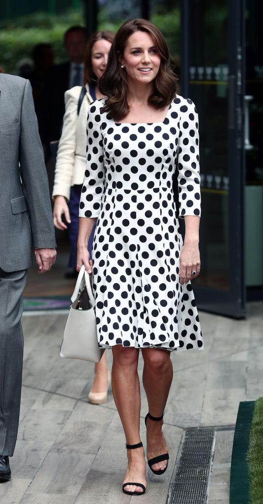 Кейт Миддлтон появилась на публике с новой стрижкой и в платье в горох