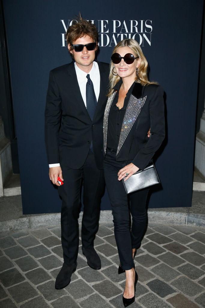 Стильная пара: Кейт Мосс вышла в свет с молодым бойфрендом