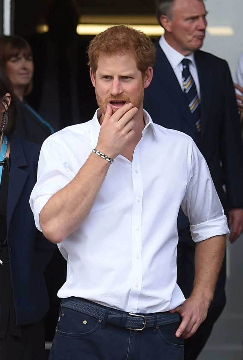 Ход конем: королева Елизавета II запретила принцу Гарри женится на Меган Маркл