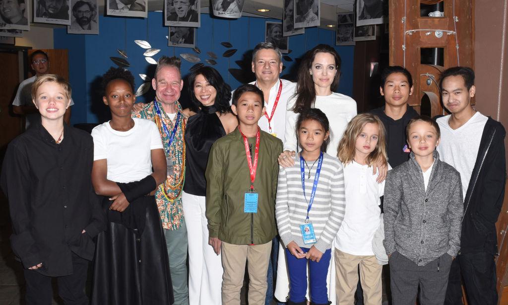 Редкий кадр: Анджелина Джоли сфотографировалась со всеми своими детьми