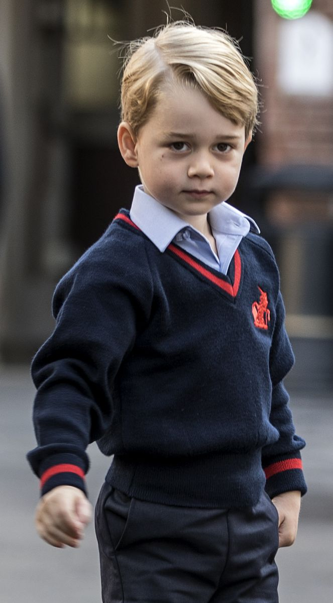Принц Джордж пошел в школу: умилительные фото и видео первого дня
