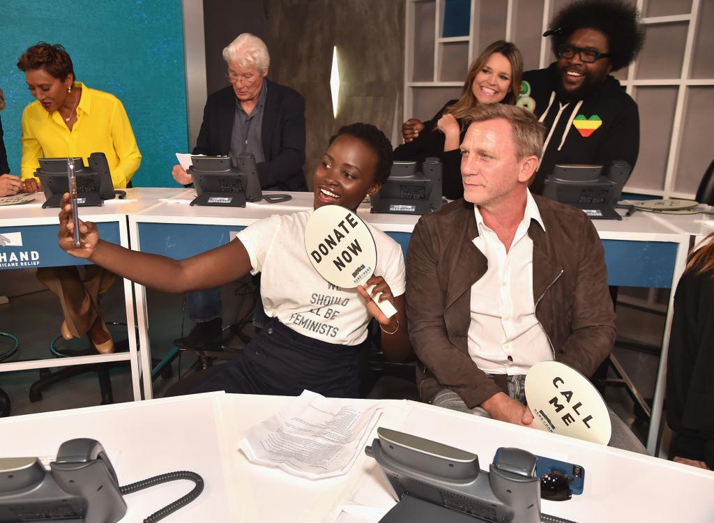 Рука об руку: звезды Голливуда собирали деньги для пострадавших от стихий в США