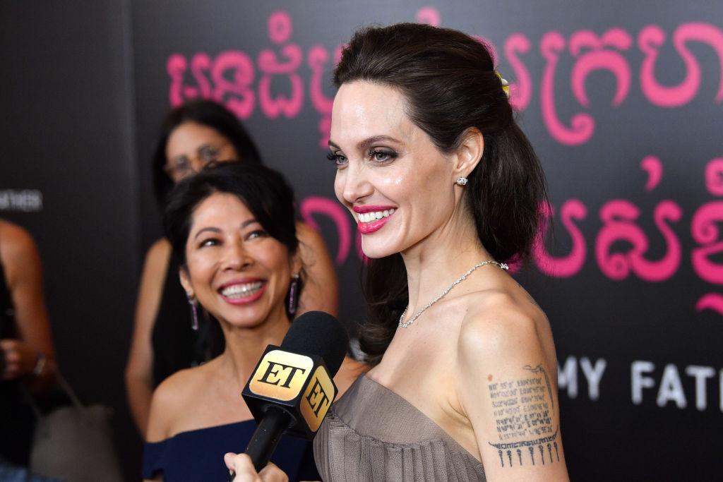 Словно принцесса: Анджелина Джоли покоряет нежным нарядом