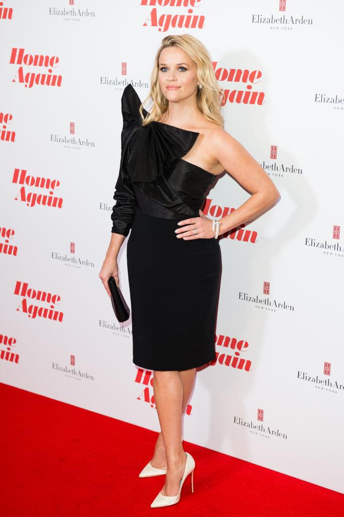 Блондинка в черном: Риз Уизерспун восхитила изысканным нарядом на красной дорожке